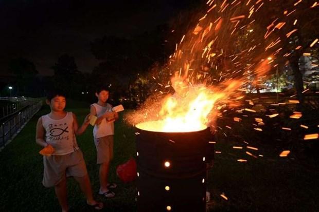 Hong Kong y Singapur estrechan control sobre la quema de papeles votivos hinh anh 1