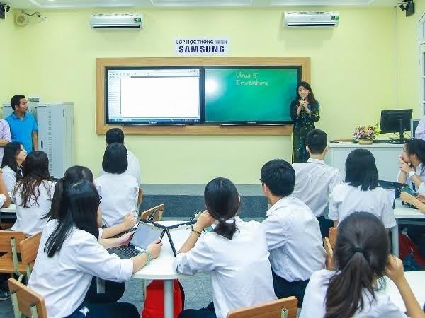 Ciudad Ho Chi Minh estudia la aplicacion del modelo de escuela inteligente hinh anh 1