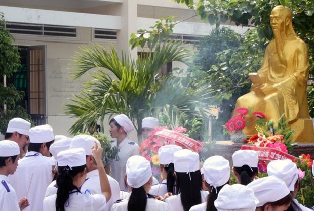 Conmemoran aniversario 227 del deceso del ilustre medico Le Huu Trac hinh anh 1