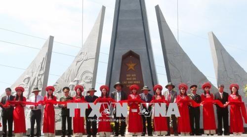 Inauguran en provincia vietnamita monumentos dedicados a martires en Ofensiva General de 1968 hinh anh 1