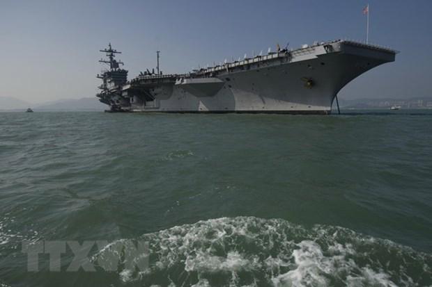 Funcionarios de Vietnam visitan portaaviones estadounidense hinh anh 1