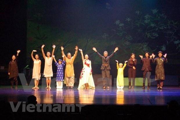 Coreografa sudcoreana dirigira danza contemporanea basada en famosa novela vietnamita hinh anh 1