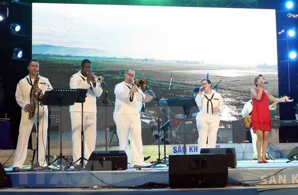 Actua en Da Nang banda de Septima Flota de EE.UU. hinh anh 1
