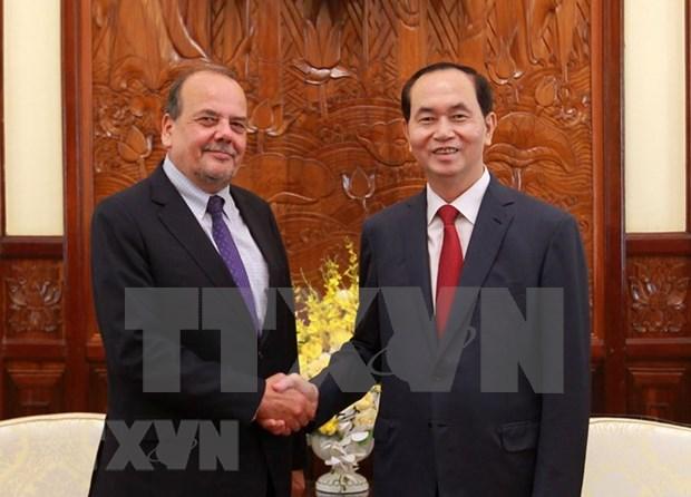 Presidente de Vietnam destaca contribucion del embajador chileno al impulso de nexos bilaterales hinh anh 1