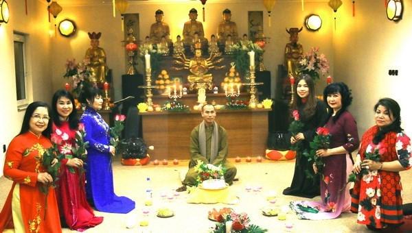 Meditacion de te en Republica Checa destaca rol femenino en preservacion de cultura vietnamita hinh anh 1