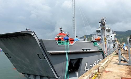 Vietnam entrego barco de desembarco logistico a Panama hinh anh 1