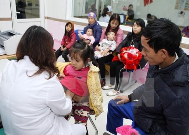 Ayudan a pacientes vietnamitas con condiciones economicas desfavorables hinh anh 1