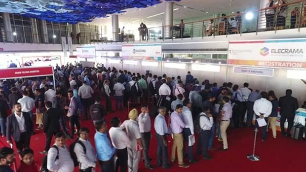 Decenas de empresas vietnamitas asistieron a feria de energia en la India hinh anh 1