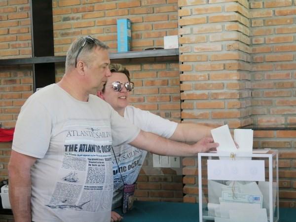 Ciudadanos rusos ya ejercen su derecho al votar en ciudad vietnamita de Nha Trang hinh anh 1
