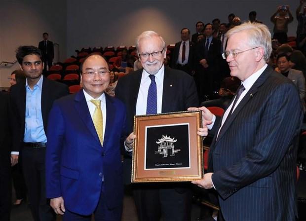 Premier de Vietnam visita Universidad Nacional de Australia hinh anh 1