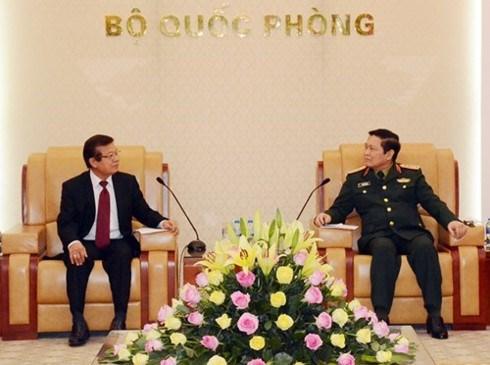 Vietnam y Camboya por promover intercambio de delegaciones y capacitacion de funcionarios hinh anh 1