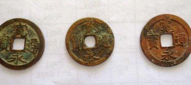 Antiguas monedas japonesas encontradas en provincia centrovietnamita hinh anh 1