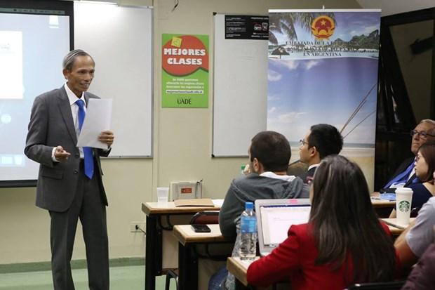 Efectuan charla sobre Vietnam en Universidad Argentina de la Empresa hinh anh 1
