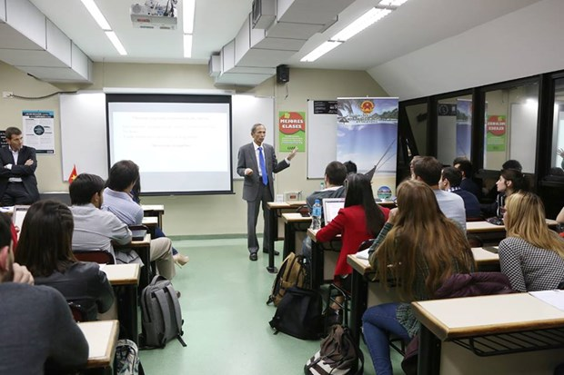 Efectuan charla sobre Vietnam en Universidad Argentina de la Empresa hinh anh 4