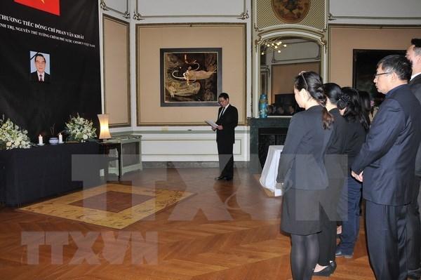 Continuan actividades de homenaje al expremier Phan Van Khai en el exterior hinh anh 1