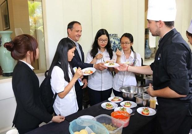 Disfrutan de gastronomia de Francia en Ciudad Ho Chi Minh hinh anh 1