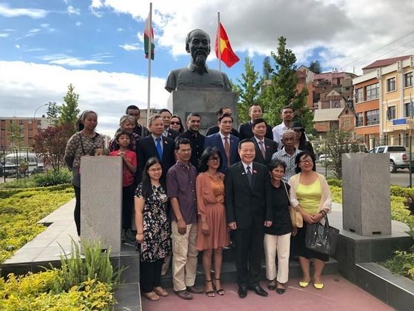 Compatriotas en extranjero son una parte inseparable del pueblo vietnamita, sostuvo vicepresidente del Parlamento hinh anh 1