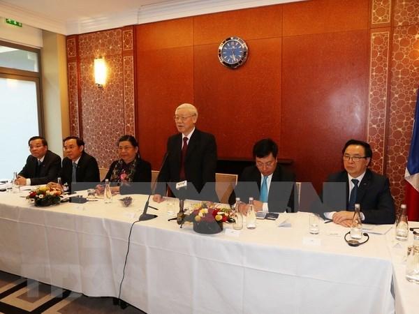 Maximo dirigente partidista vietnamita dialoga con jovenes intelectuales coterraneos en Francia hinh anh 1