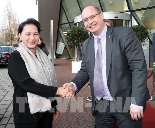 Concluye presidenta del Parlamento vietnamita visita oficial a Paises Bajos hinh anh 1
