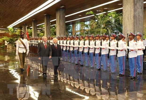 Recibio presidente cubano Raul Castro al secretario general del Partido Comunista de Vietnam hinh anh 1