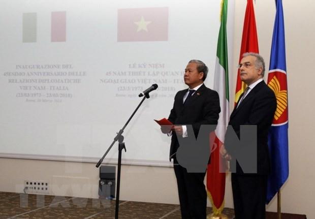 Celebran 45 aniversario del establecimiento de nexos diplomaticos Vietnam-Italia en Roma hinh anh 1