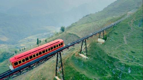 Inauguran ruta ferroviaria de escala montanosa mas larga en Vietnam hinh anh 1