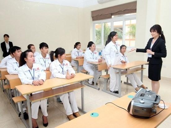 Vietnam impulsa el envio de auxiliares de enfermeria al exterior hinh anh 1