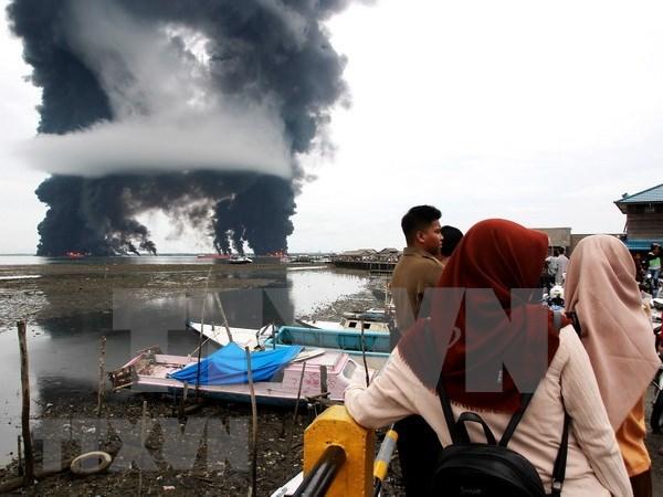 Indonesia declara estado de emergencia por derrame de petroleo hinh anh 1