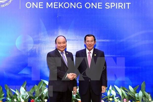 Premieres de Vietnam y Camboya se reunen en marco de Cumbre de MRC hinh anh 1