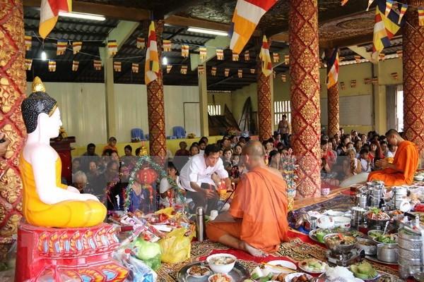 Dirigente vietnamita felicita a comunidad de Khmer por festival de Chol Chnam Thmay hinh anh 1