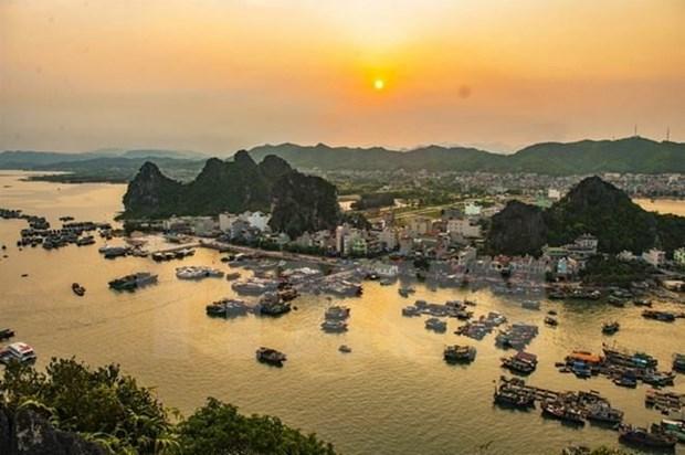 Provincia vietnamita de Quang Ninh recibe mas de cuatro millones de turistas hinh anh 1