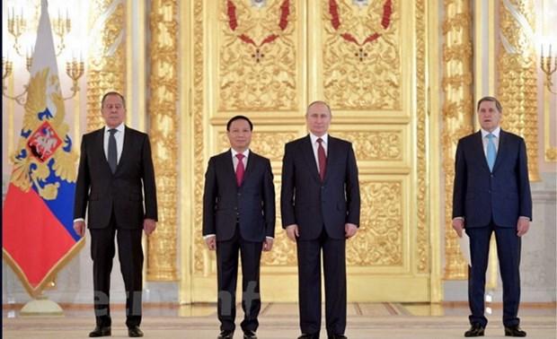 Vladimir Putin destaca desarrollo de relaciones Vietnam-Rusia hinh anh 1