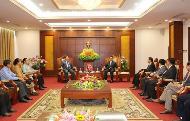 Presidente del Frente laosiano de Construccion Nacional visita provincia vietnamita hinh anh 1