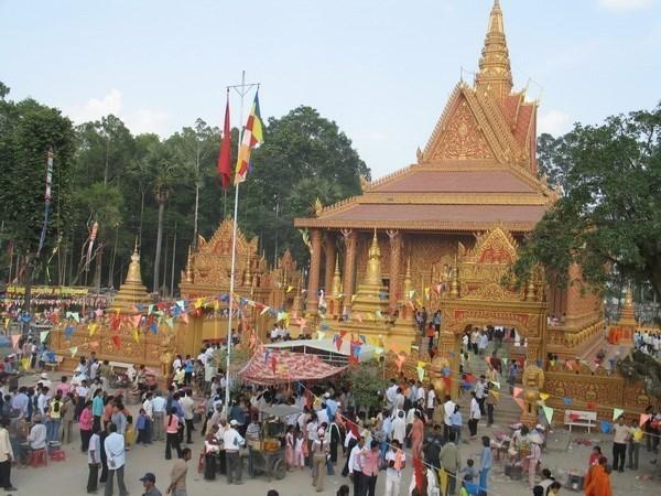 Celebran comunidades de khmeres vietnamitas Festival tradicional de Chol Chnam Thmay hinh anh 1