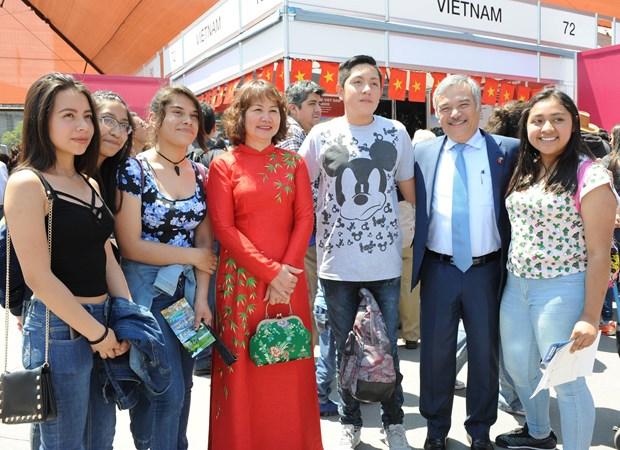 Cultura vietnamita seduce a amigos internacionales en Mexico hinh anh 4
