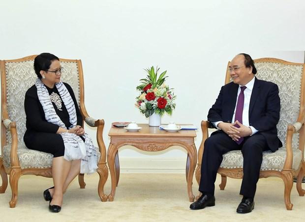 Premier de Vietnam confia en meta de 10 mil millones de dolares de intercambio comercial con Indonesia hinh anh 1