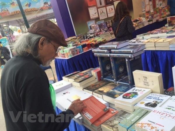 Inauguran Dia del Libro de Vietnam hinh anh 1