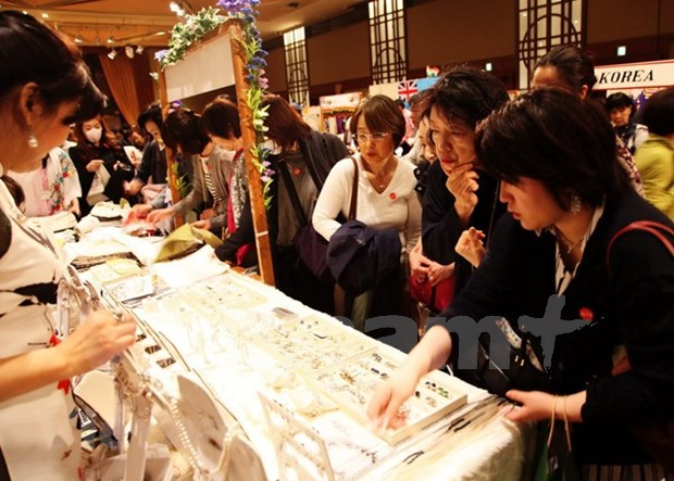 Vietnam asiste a Feria caritativa de Asociacion de Mujeres de Asia-Pacifico hinh anh 1