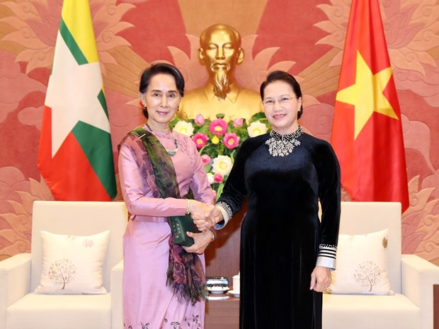 Presidenta del Parlamento de Vietnam destaca papel femenino al recibir a consejera de Estado de Myanmar hinh anh 1