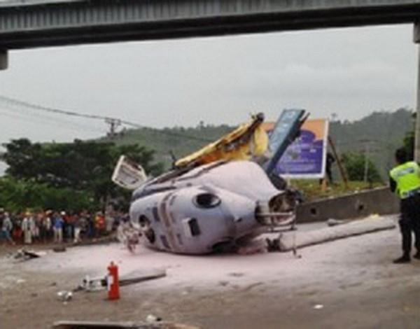 Accidente de helicoptero deja un muerto y nueve heridos en Indonesia hinh anh 1
