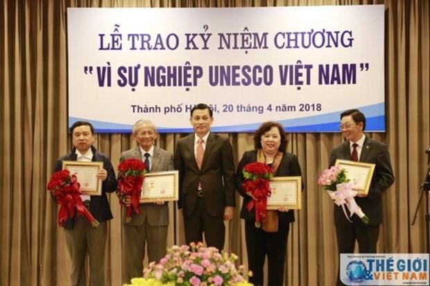 Destacan a personas con grandes contribuciones a actividades de la UNESCO en Vietnam hinh anh 1