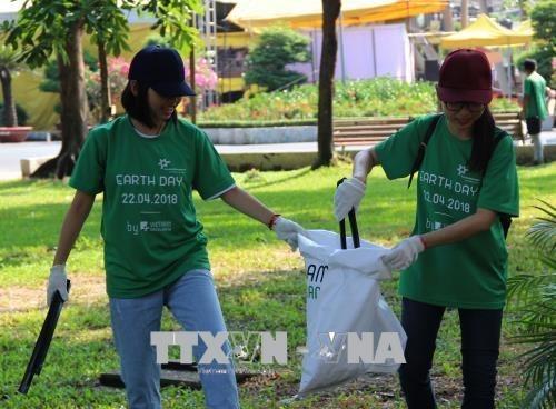 Dia de la Tierra 2018: Por un Vietnam libre de contaminacion de plasticos hinh anh 1