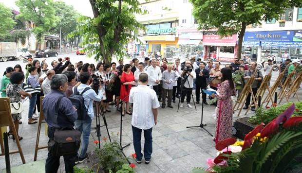 Presentan en Hanoi pinturas y libro de Heroe Cubano Antonio Guerrero hinh anh 1
