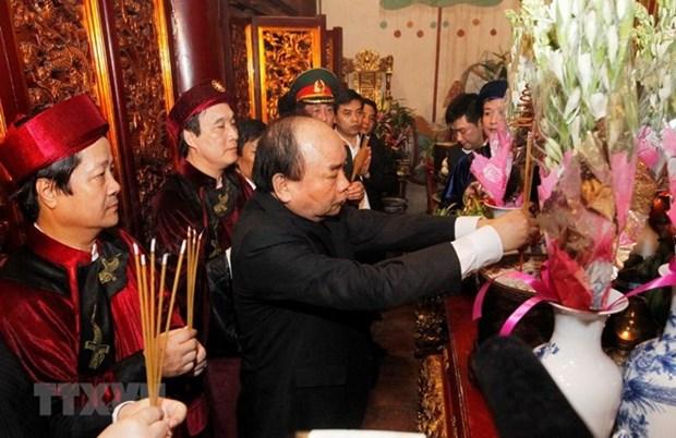 Ofrendan inciensos en honor a los reyes Hung hinh anh 1