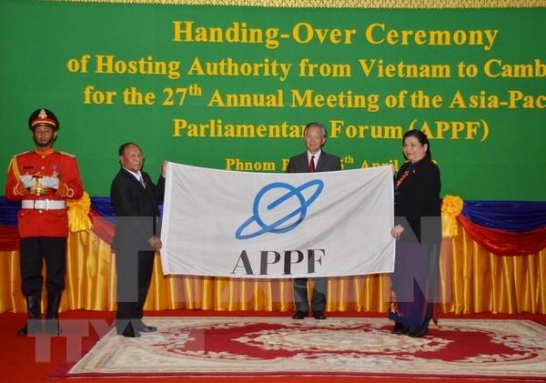 Vietnam entrega presidencia del Foro Parlamentario de Asia- Pacifico a Camboya hinh anh 1
