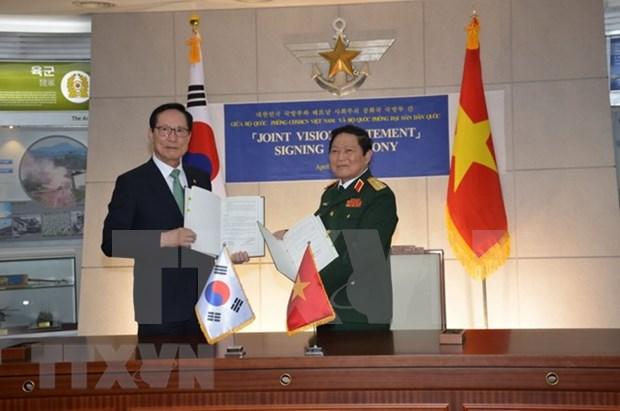 Vietnam y Sudcorea firman declaracion conjunta de cooperacion en defensa hasta 2030 hinh anh 1