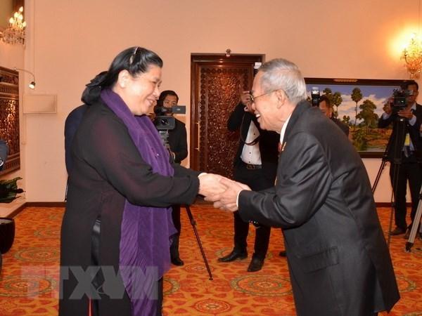 Vicepresidenta del Parlamento de Vietnam recibida por dirigentes camboyanos hinh anh 1
