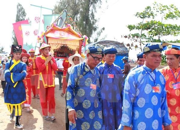 Nutrida participacion en festival dedicado al dios de peces en provincia vietnamita de Ben Tre hinh anh 1