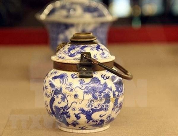 Exhiben en Thua Thien Hue objetos arqueologicos de porcelana feudales hinh anh 1