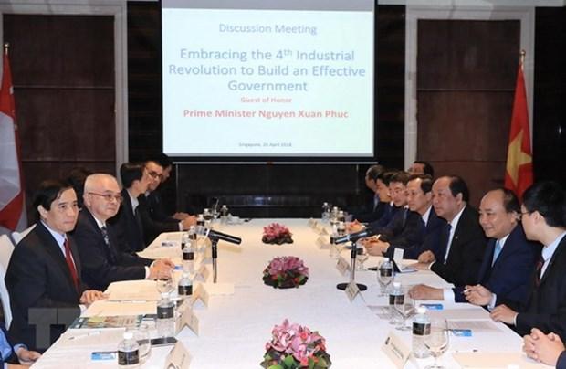 Premier de Vietnam consulta a cientificos singapurenses sobre revolucion industrial hinh anh 1